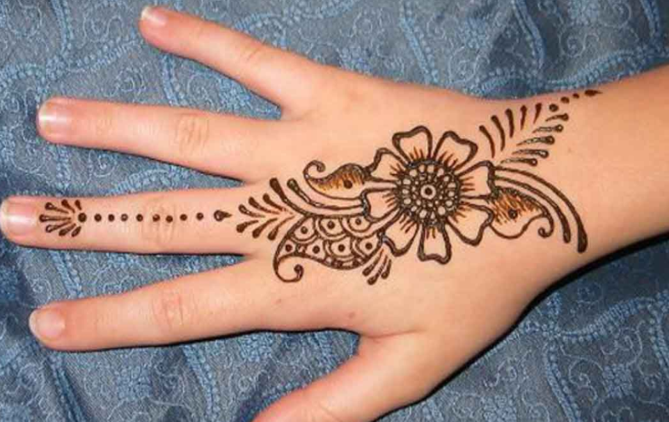Mehndi Wrist : Top best simple mehndi designs that you can try by yourself