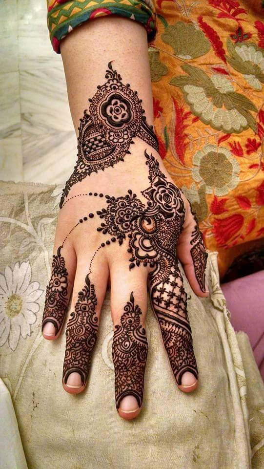 911ea145d It has tiny mehndi design which looks quite elegant and you can use this as  an inspiration for your wedding designs. It has work on the fingers and  various ...