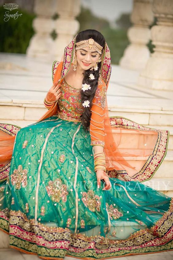 25 Best Mehndi Dresses For Pakistani Brides 2017,2018 , Folder