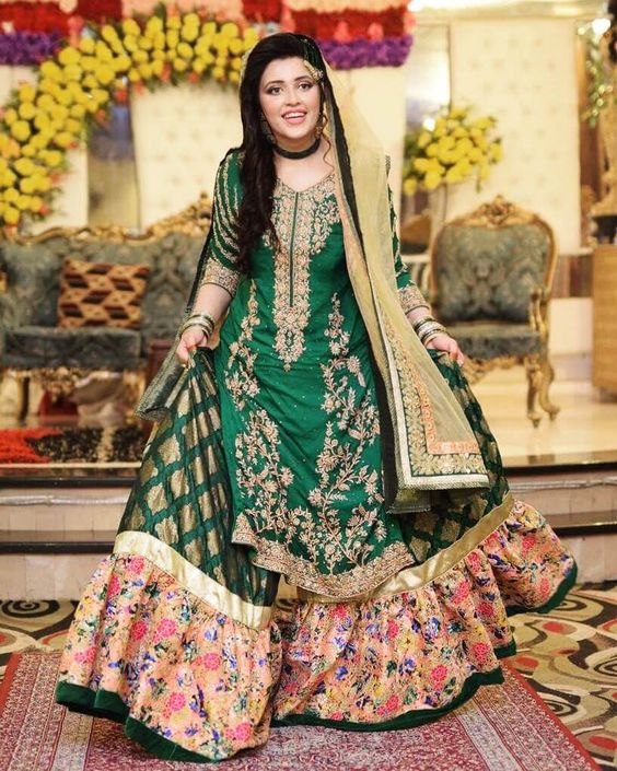 1c08e3f728 Stunning Green Gharara. If you are a person who doesn't believe in a lot of  colors in their dress yest want a flowy dress then this is the perfect  choice ...