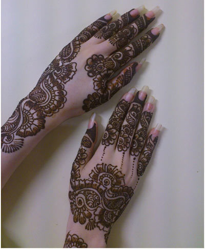 2c3e77061 This is an extraordinary mehndi design went with flower themes. The  expansive shaded blossoms are done on the back of the palm and the paisley  outlines ...