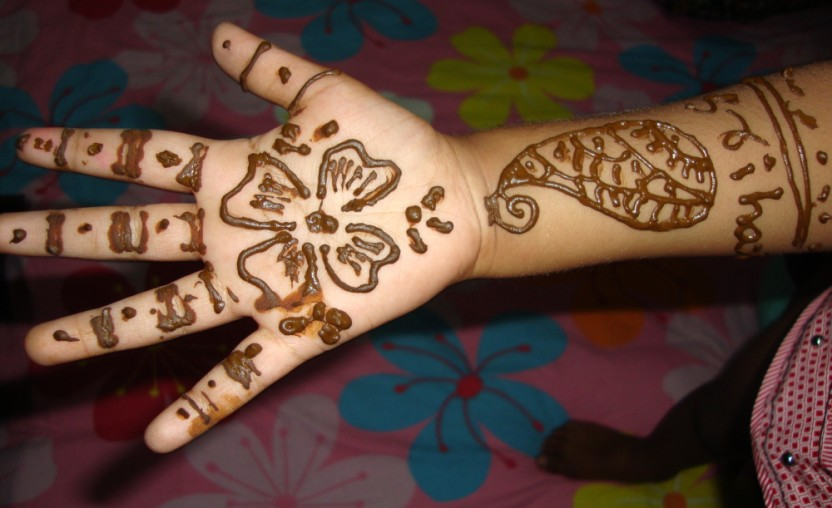 Top 25 Alluring Mehndi Designs For Kids , Folder