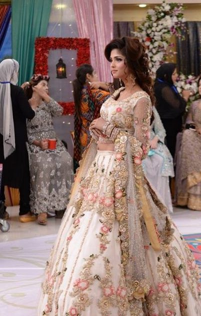 85ae7ac3ec4 30 Stunning Pakistani Bridal Walima Dresses for Your Inspiration ...