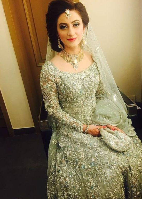 30 Stunning Pakistani Bridal Walima Dresses For Your