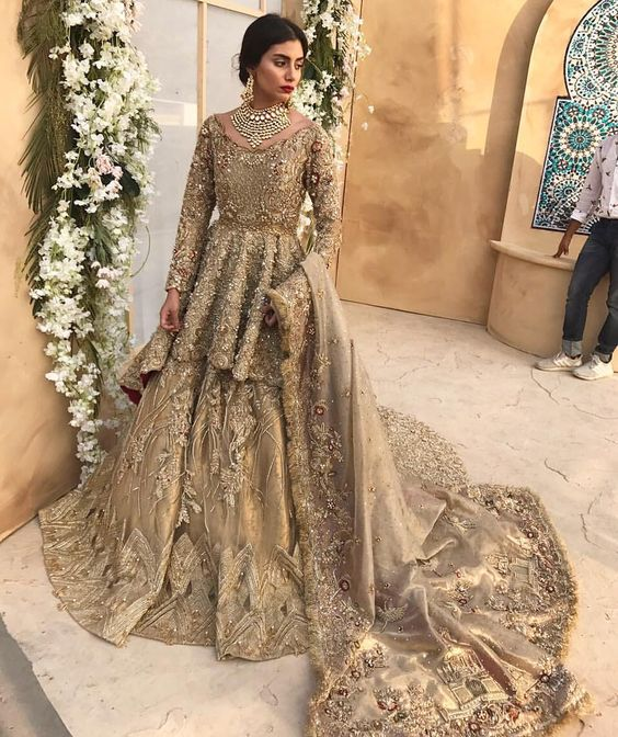 3104c7e1be Now, here is a gown designed by Suffuse by Sana Yasir which is sure to make  heads turn on your Walima day and let people stare at you for hours.