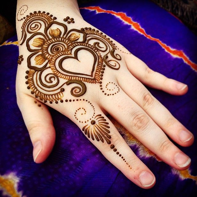 30 Lovely Heart Shaped Mehndi Designs 2018 Folder