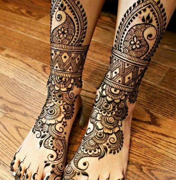 mehndi design for dulha legs