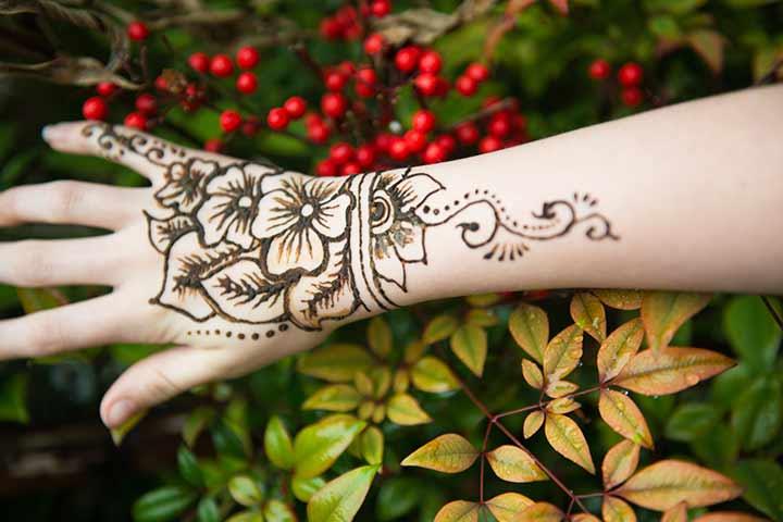 20 Beautiful Arabic Henna Designs For Brides Folder