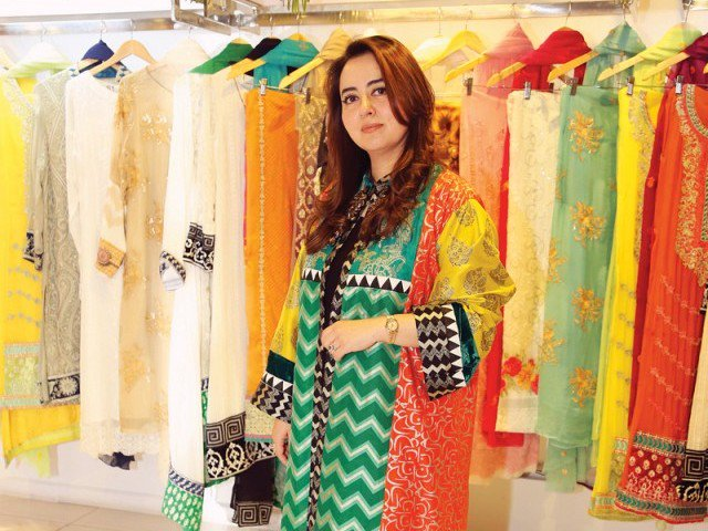 Top 20 Fashion Designers Of Pakistan Folder