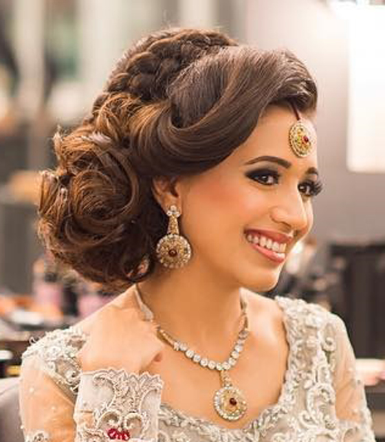 15 Best Curly Hairstyles For Weddings That You Need To Check Folder